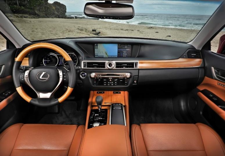Lexus GS 450h ma piękne wnętrze